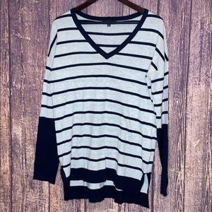 FATE navy gray striped v-neck sweater size large